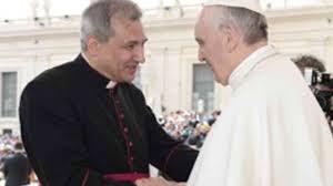 Papst Franziskus und Vallejo Balda
